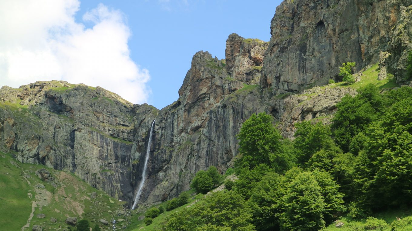 Raiskoto Praskalo Waterfall, Central Balkan
